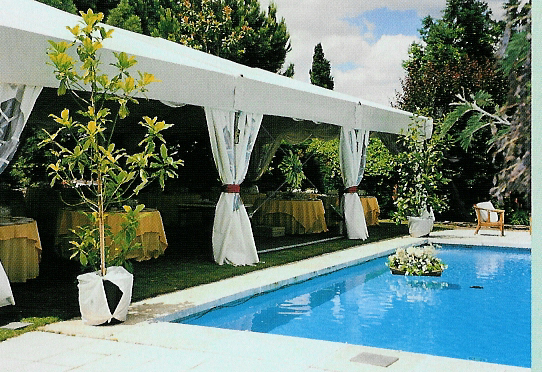 Chapiteaux thill location de tentes structures pagodes for Bertrange piscine
